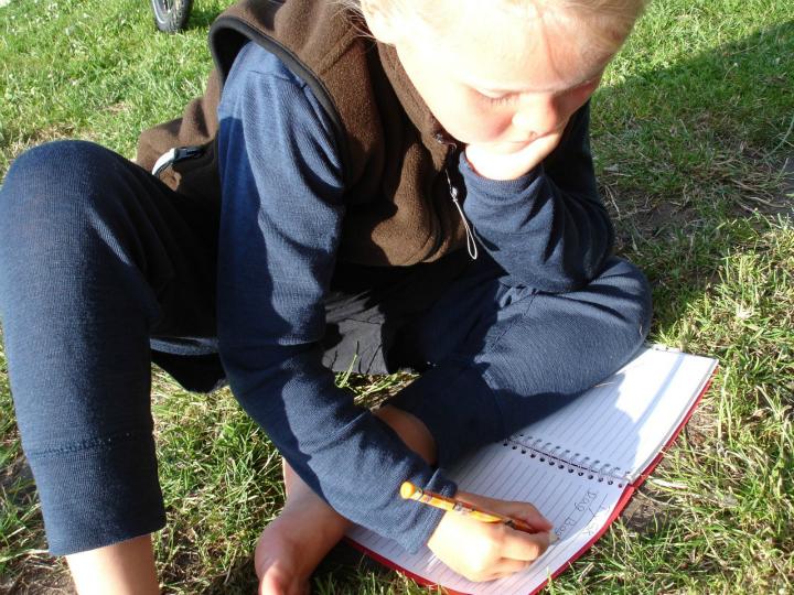 Alma skriver dagbog