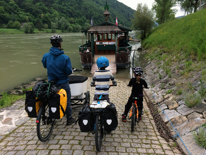 Cykelfærge over Donau