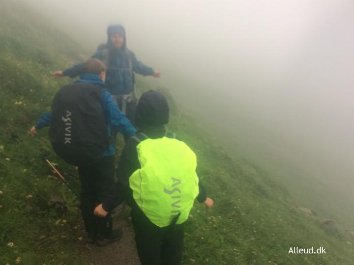 Vandretur regn vejr bjerge vandring