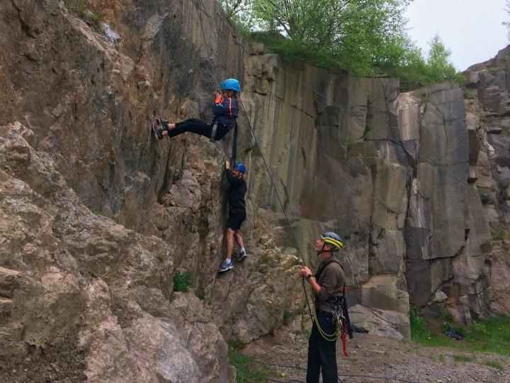 klippeklatring klatring klipper bornholm børn familie nybegynder