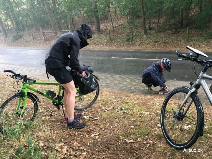 Cykeltur regnvejr udstyr regntøj
