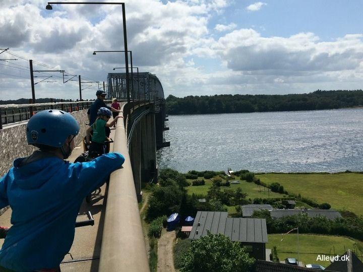 Lillebæltsbroen cykeltur på FYN cykelferie i danmark østersøruten børn familie