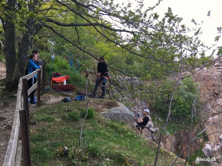 Bornholm rappelling klipperappelling granitklippe børn familie klatring