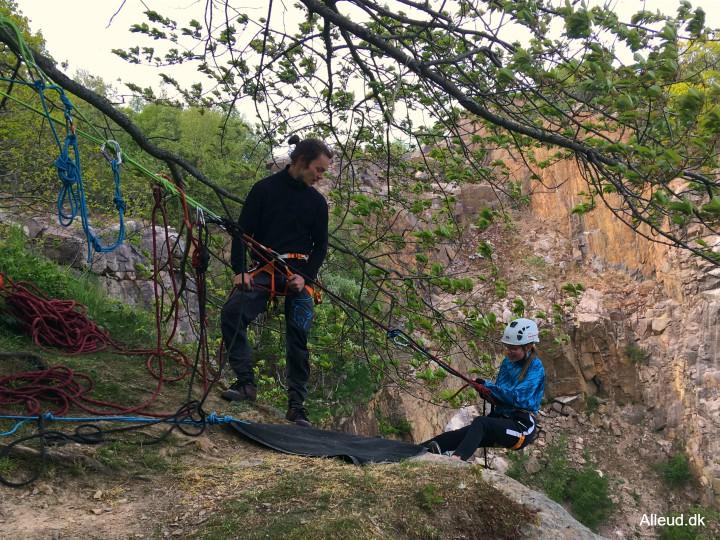 Børn familier rappelle rappelling klipperappelling bornholm opalsøen opalsø danmark