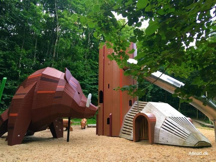 Skovlegepladsen Børnenes Hald Naturlegeplads